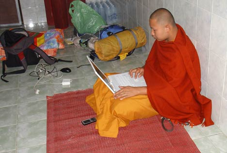 buddhist monk with apple G4 iBook