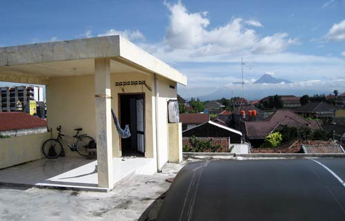 camaruta din Yogyakarta cu Merapi in fundal